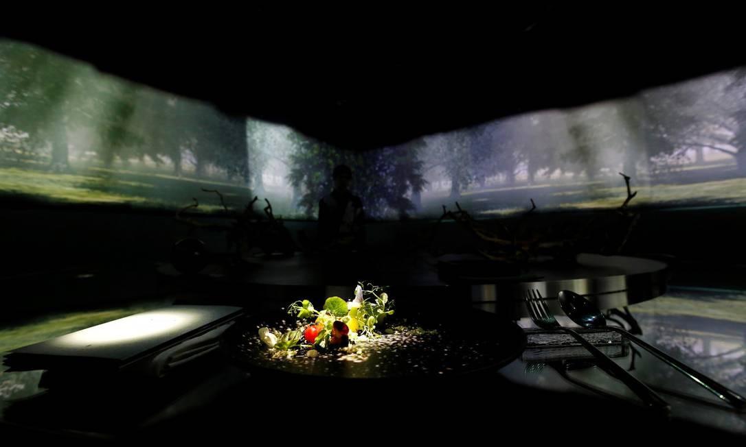 A proposta do restaurante é aliar projeções de luzes e imagens à gastronomia japonesa moderna KIM KYUNG-HOON / REUTERS