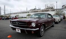 Mustang 1964 se alinha para a comemoração da fabricação da 10.000.000ª unidade do modelo Foto: JEFF KOWALSKY / AFP