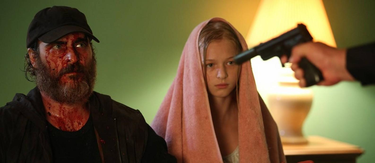Joaquin Phoenix e Ekaterina Samsonov em cena do filme 'Você nunca esteve realmente aqui' Foto: Divulgação
