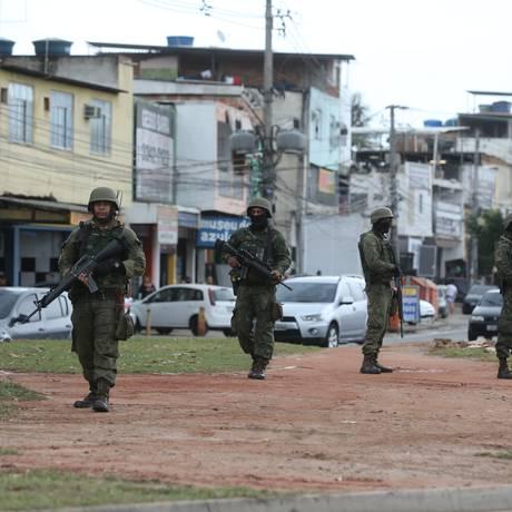 Militares realizaram operação na Cidade de Deus no começo de junho Foto: Márcia Foletto / Marcia Foletto - 08/06/2018