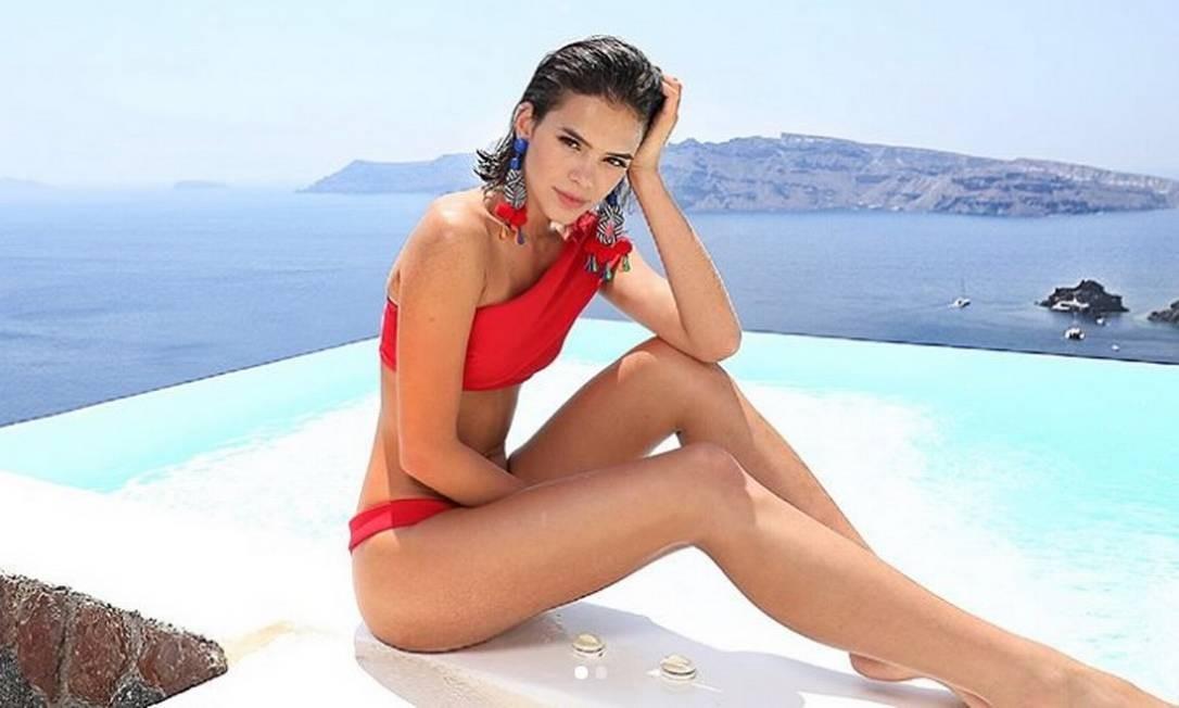 O vermelho aparece como opção favorita das famosas. Além de Bruna, Marina Ruy Barbosa apostou na cor Reprodução/ Instagram