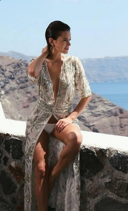 Glamour no mar: saída de praua com brilho e decote Reprodução/ Instagram