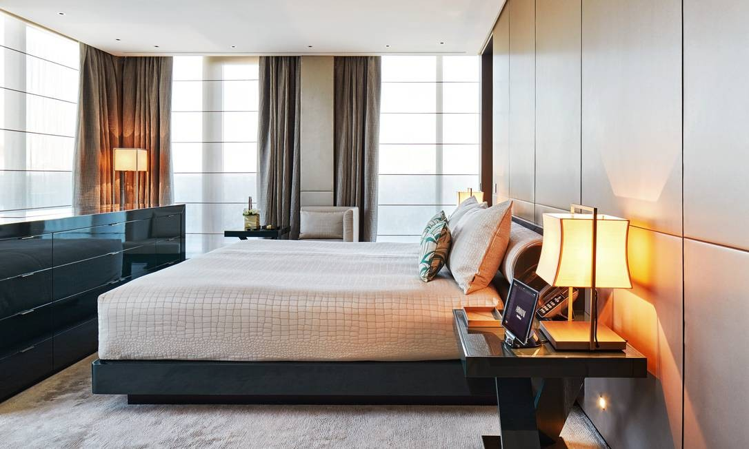 """Ao entrar num quarto do Armani Hotel, em Milão, não resta dúvida de que estamos num templo """"projetado"""" pelo signore Giorgio Armani Divulgação"""