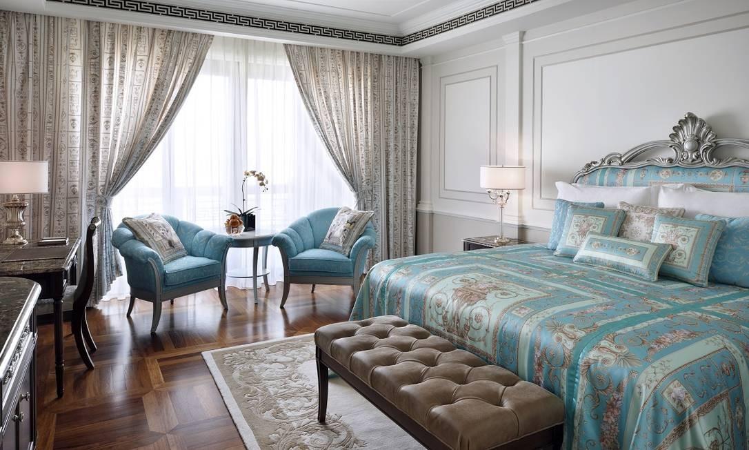 Donatella cuidou de cada detalhe do hotel, uma mistura de palácio italiano neoclássico com elementos da arquitetura árabe Divulgação