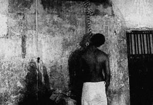 Preso em um condomínio em Salvador, Jorge Luís do Santos, acusado de ser o chefe do tráfico em Acari, foi encontrado enforcado em sua cela numa divisão da Polícia Civil na Barra da Tijuca, no Rio de Janeiro Foto: João Cerqueira / JB