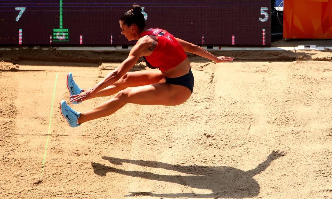 Ivana Spanovic, da Sérvia, em ação no salto em distância feminino MICHAEL DALDER / REUTERS