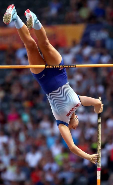 Holly Bradshow, da Grã-Bretanha, em ação no salto com vara feminino, Final MICHAEL DALDER / REUTERS