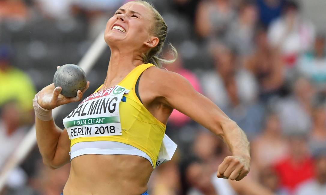 Bianca Salming, da Suécia, compete no evento Shot Put Heptathlon feminino ANDREJ ISAKOVIC / AFP
