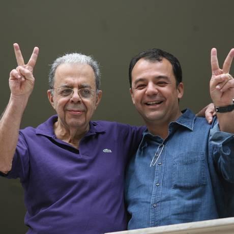 O ex-governador do Rio Sérgio Cabral com o pai, em foto de arquivo Foto: Márcia Foletto / Agência O Globo/01-10-2006
