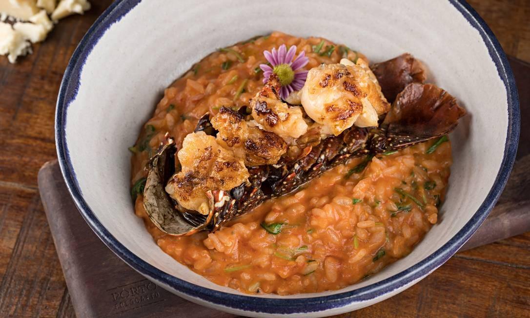 Porto Frescatto Foto: Porto Frescatto. O prato especial é a cauda de lagosta com risoto de tomate e rúcula (R$ 88). Quem pedir long neck Yela ganha outra de cortesia. Av. Olegário Maciel 366, Barra (2486-4722) / Divulgação