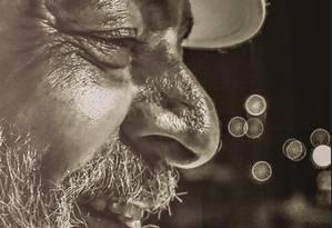 """O ex-prefeito Fernando Haddad diante de foto de Lula durante encontro nacional do PT. A possível candidatura o transformou num """"político político Foto: Léo Pinheiro / FramePhoto/Agência O Globo"""