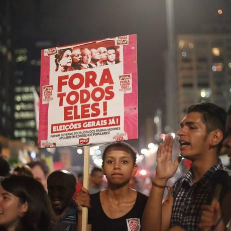 Protesto mobilizado pelo PSTU e PSOL em 2016, na Avenida Paulista Foto: Marcos Alves / Agência O Globo
