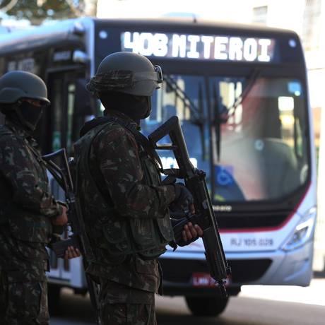 A maior redução aconteceu na região de Niterói, São Gonçalo e Maricá: 52%. Na capital, a queda foi de 39,7%. Foto: Fabiano Rocha / Agência O Globo