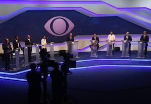 Primeiro debate de presidenciáveis realizado na TV Bandeirantes Foto: Marcos Alves / Agência O Globo