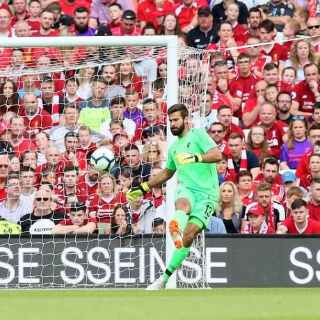 Alisson, goleiro da seleção, foi contratado pelo Liverpool Foto: PAUL FAITH / AFP