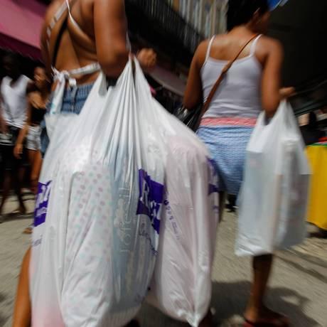 Em julho, vendas do varejo recuaram 0,3% em comparação com o mês anterior Foto: Pedro Teixeira / Agência O Globo