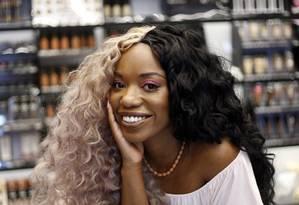 Daniela Mata, fundadora da primeira escola de maquiagem só para pele negra na loja da NYX Foto: Marcos de Paula / Agência O Globo