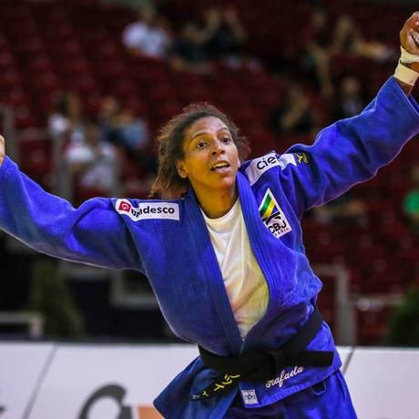 Rafaela Silva comemora a vitória sobre Theresa Stoll Foto: Divulgação IJF