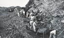 Operários extraem hematita do Pico do Cauê Foto: Arquivo Público Mineiro