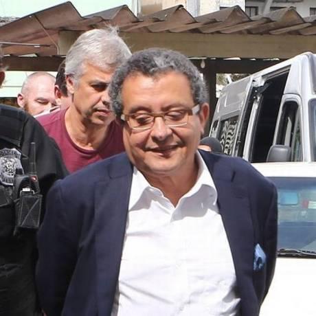 João Santana sendo preso, em março de 2016 Foto: Geraldo Bubniak / Agência O Globo/26-03-2016
