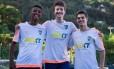 Atletas e estudantes. João Vitor Gomes, Fabio Ribeiro e João Pedruzzi Foto: Emily Almeida
