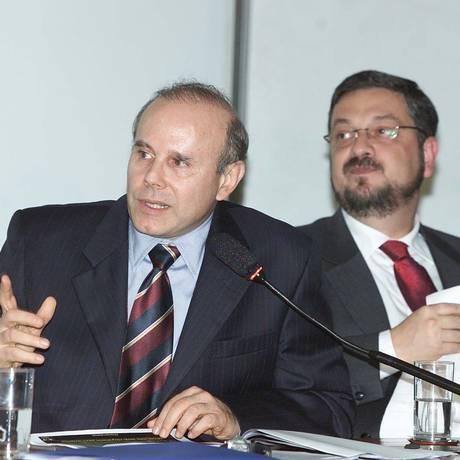 Os estão ministros Guido Mantega e Antonio Palocci, em 2003 Foto: Roberto Stuckert Filho / Agência O Globo/18-03-2003