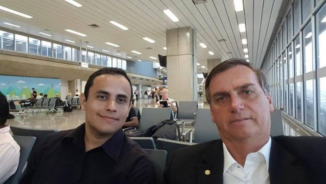 Tércio ao lado de Jair Bolsonaro Foto: Reprodução / Facebook