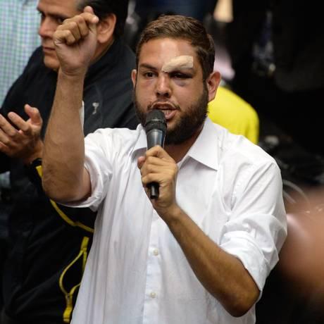 Deputado oposicionista Juan Requesens, em discurso na Assembleia Nacional, em abril de 2017 Foto: FEDERICO PARRA / AFP
