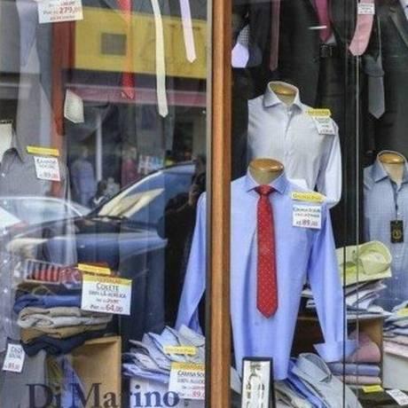 Na véspera do Dia dos Pais, muitos consumidores vão às lojas à procura do presente Foto: Arquivo