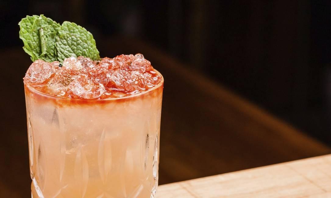 Mai Tai. O drinque do Alessandro & Frederico é feito com rum envelhecido, redução artesanal de abacaxi, amêndoas e limão (R$ 31) Dhani Accioly Borges