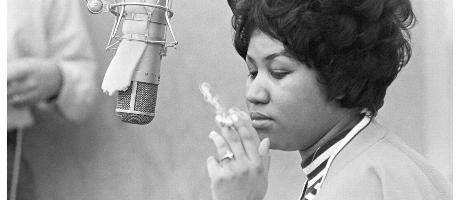 Aretha Franklin no estúdio nos anos 1960 Foto: Divulgação