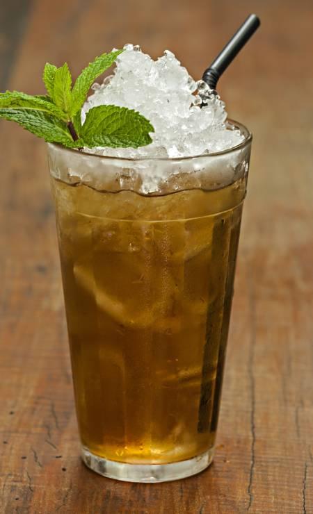 Botequim Restaurante. O Matinho Bom é uma mistura de rum, mate da casa, concentrado de gengibre e hortelã (R$ 22) Foto: RICARDO BHERING / Divulgação