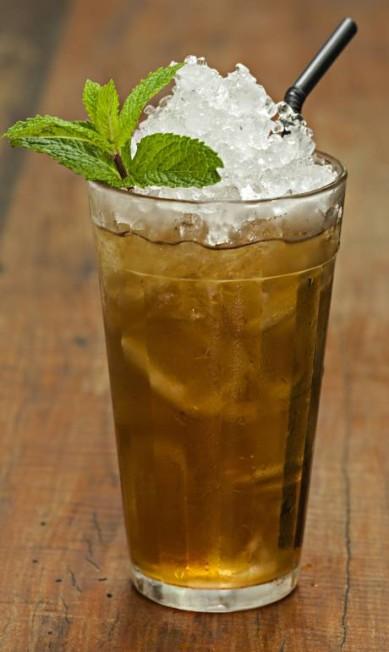 Botequim Restaurante. O Matinho Bom é uma mistura de rum, mate da casa, concentrado de gengibre e hortelã (R$ 22) RICARDO BHERING / Divulgação