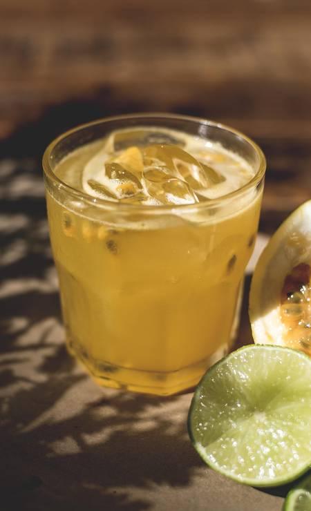 Doce. No Mamma Jamma, o Velha Cuba é feito com rum Havana Club 3, Malibu, maracujá e limão (R$ 23) Foto: Divulgação / Derek Mangabeira