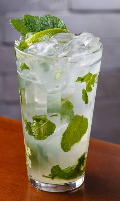 Clássico. O mojito do Bar do Adão leva rum Havana Club 3 anos, hortelã, limão, xarope de açúcar e água com gás (R$ 25,90) Eduardo Almeida / Divulgação