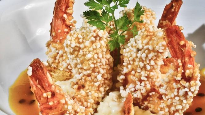 Camarão em crosta de tapioca Foto: Sergio Pagano / Divulgação