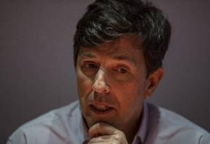 João Amoêdo, candidato do Novo à Presidência, durante entrevista Foto: Alexandre Cassiano/Agência O Globo/06-08-2018