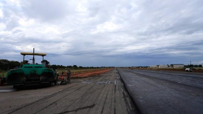 Aeroporto de Macaé passa por obras de adequação da pista Foto: Roberto Moreyra/Agência O Globo/11-07-2018