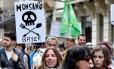 Manifestantes protestam contra a Monsanto na França, em 2017 Foto: GEORGES GOBET/ 20-05-2017 / AFP