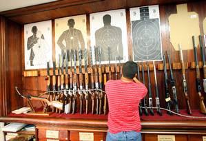 Loja de armas em Niterói Foto: Fernando Quevedo 30.01.2008