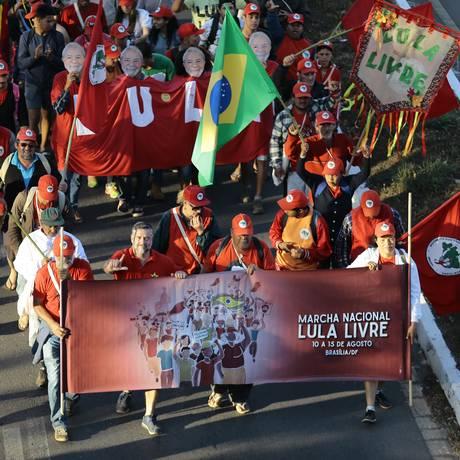 Marcha do MST na manhã desta terça-feira em Brasília Foto: Jorge William / Jorge William