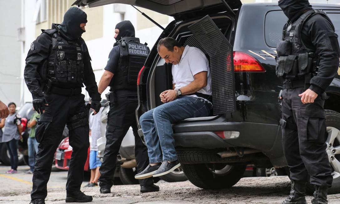 Ex-governador Sérgio Cabral chega ao IML de Curitiba para fazer exame de corpo de delito Foto: Geraldo Bubniak/Agência O Globo/19-01-2018