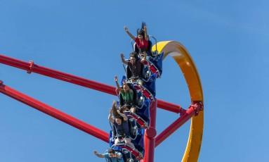 A montanha-russa Wonder Woman Golden Lasso Foto: Six Flags Fiesta Texas / Six Flags Fiesta Texas