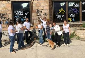 Mutirão. Moradores em sua primeira ação: objetivo é ter mais voluntários Foto: Divulgação / Divulgação