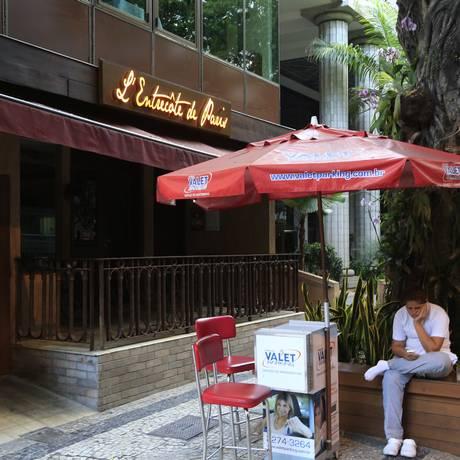 Restaurante L'Entrecôte de Paris, a qual mulher do delegado é sócia em Ipanema e na Gávea, é um dos alvos da investigação Foto: Fernando Quevedo / Agência O GLOBO