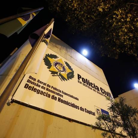 O caso está sob os cuidados da Delegacia de Homicídios da Capital (DH) Foto: MARCOS DE PAULA / Agência O Globo