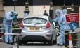 Peritos da polícia examinam o Ford Fiesta prata usado no ataque perto do Parlamento Foto: DANIEL LEAL-OLIVAS / AFP