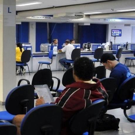 Agência do INSS: segurados não devem pagar para ter atendimento nem serviços Foto: Arquivo- Agência O Globo