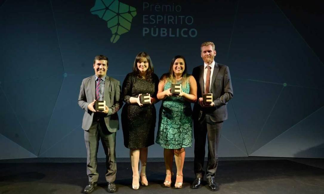 Robinson, Maria Tereza, Emanuelle e Jair, os quatro vencedores Foto: Leo Marinho/Divulgação