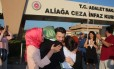 Taner Kilic se encontra com a família após saída da prisão Foto: Reprodução Twitter